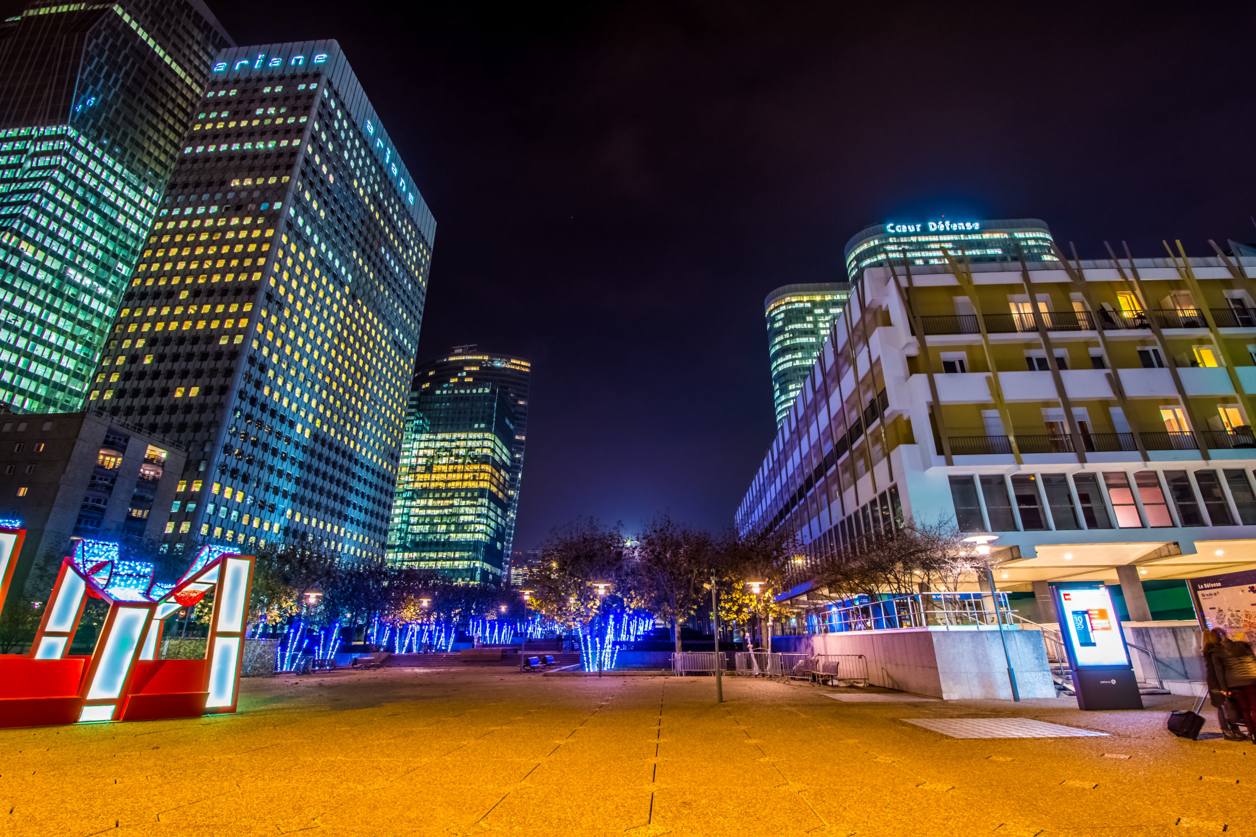 LA DÉFENSE – NIGHT (ACCÉLÉRÉ – HYPERLAPSE – TIMELAPSE) PARIS FRANCE